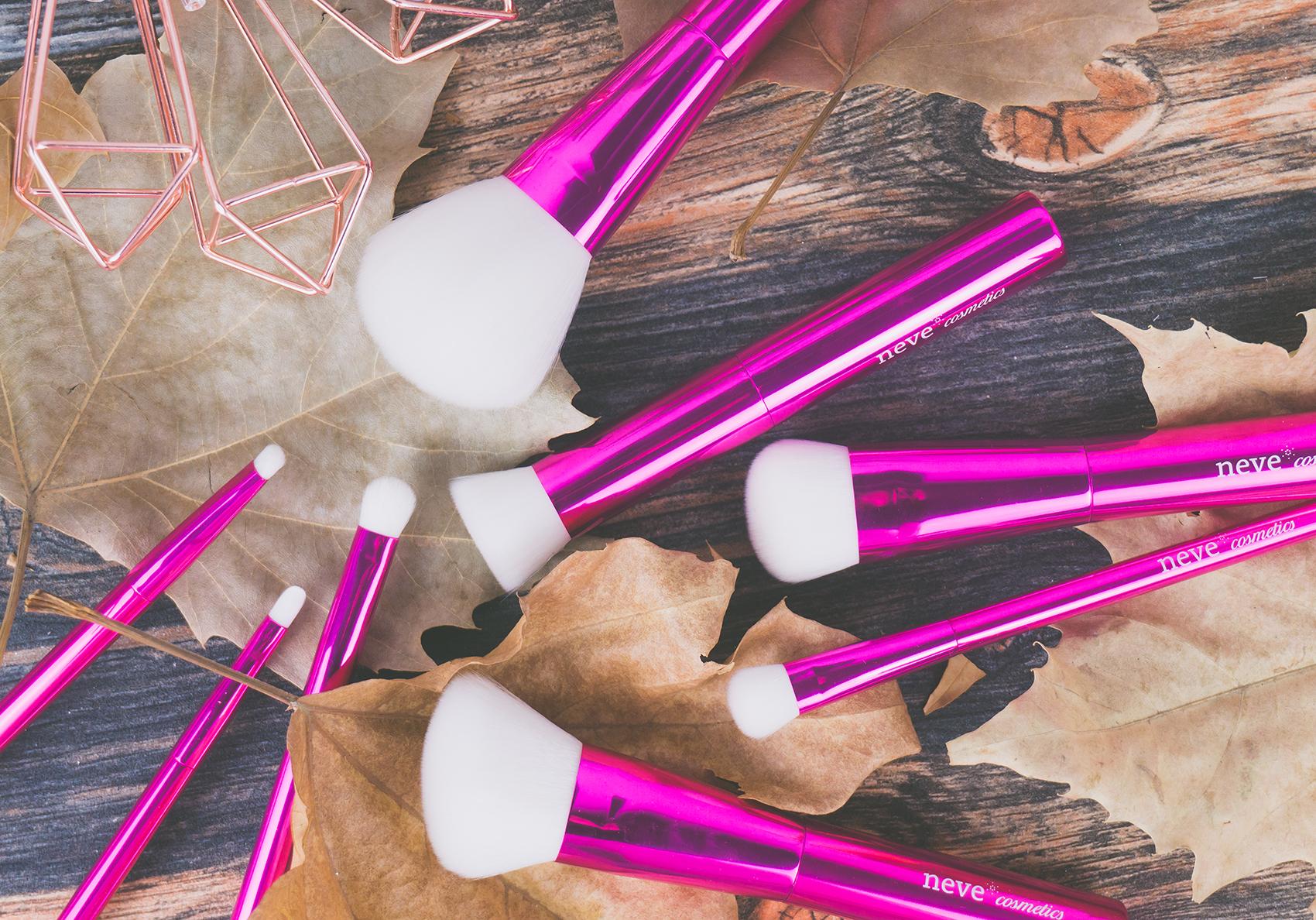 9b3ea0a77c Azalea Brushes Neve Cosmetics: recensione pennelli fucsia con setole ...